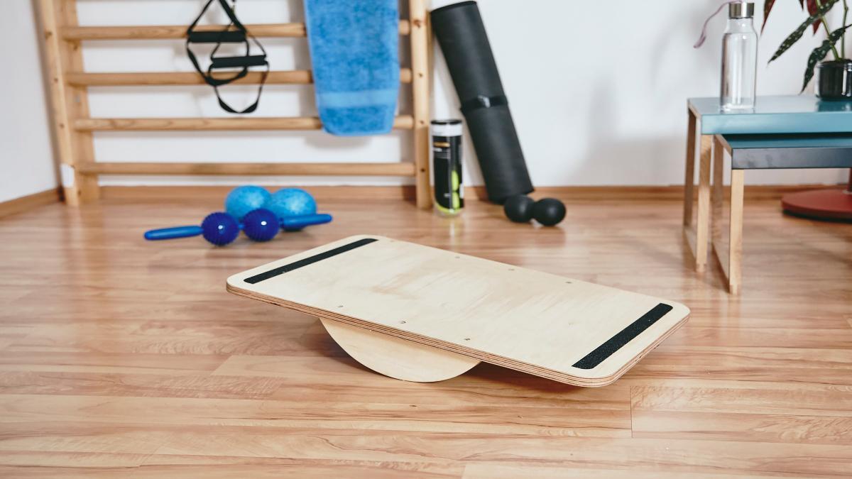 Fabriquer Une Applique En Bois travaillez votre équilibre avec ce plateau à fabriquer soi