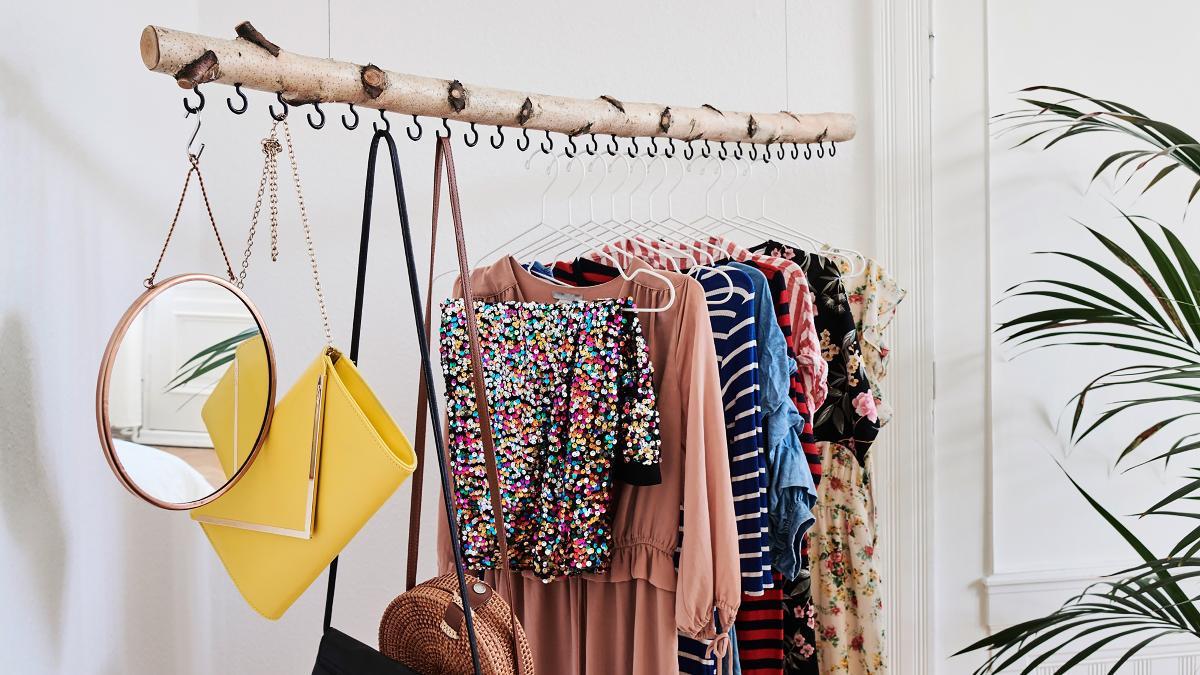 individueller hingucker: einfach eine kleiderstange aus