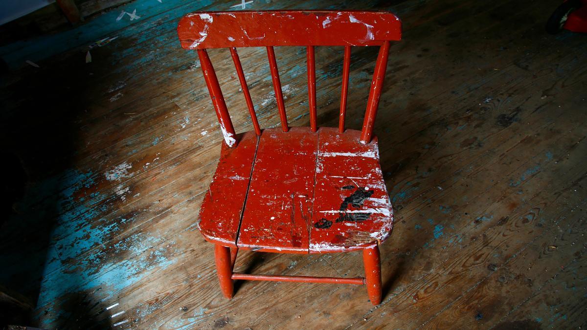 Relooker Une Chaise Haute En Bois comment éliminer des résidus de peinture, de colle ou autre