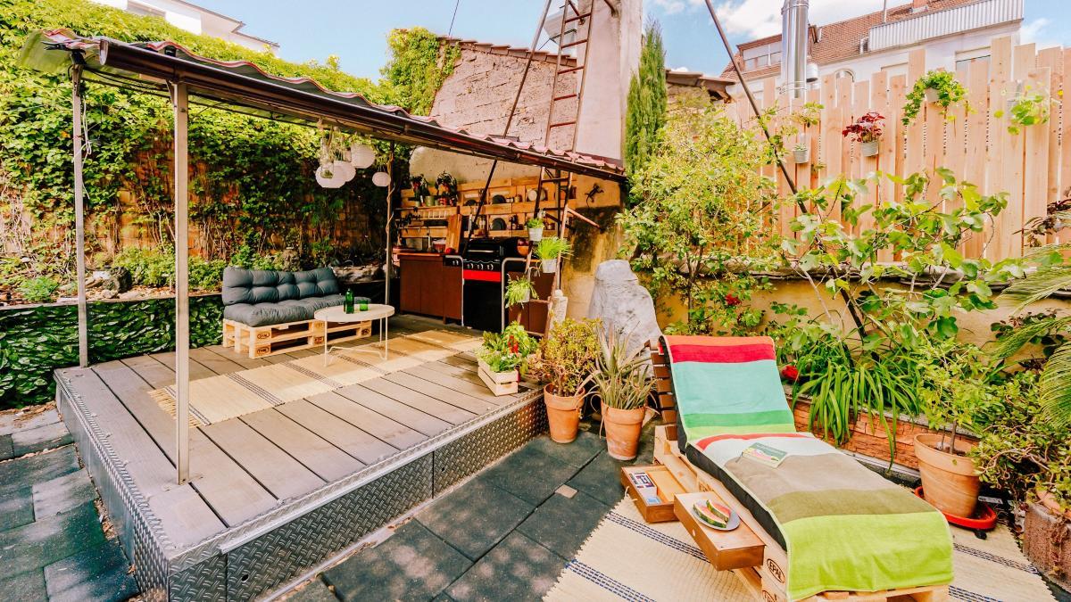 Aménager Son Balcon Avec Des Palettes une superbe terrasse : 5 idées pour aménager votre petit